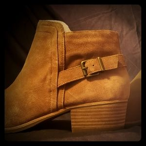 NEW Gianni Bini Heeled Ankle Boots, Suede, Size 12